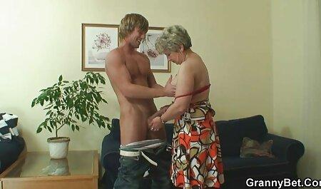 האישה רוחצת את בעלה, לפתע חברה סרטי פורנו לצפייה ישירה בשעון המעורר כדי לאונן עם סבון ובסוף גמרה עם שפיך על פניה.