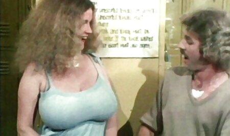 היא הכתה את החבר שלה בתחת סקס לצפיה חינם על המרפסת עם הראש מחוץ לחלון, צעקה לאורך הדרך בגלל התשוקה של כופרים