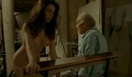 אחות עם תוספות סיליקון בהנקה מוצצת את הזין צפייה בסרטי סקס חינם של האח הגדול בחדר האמבטיה ומאוננת בתחת