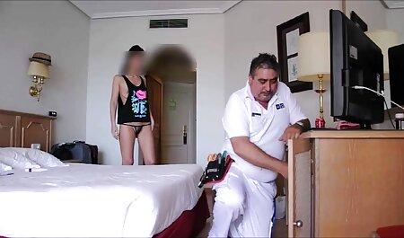 גבר סיני חבט במיומנות בראש הפין שלו שהיה משומן אתרי פורנו לצפייה ישירה לישבן של אשתו בבוקר, אז הוא לא התעורר